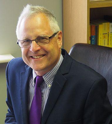 Dr Stewart Newlove